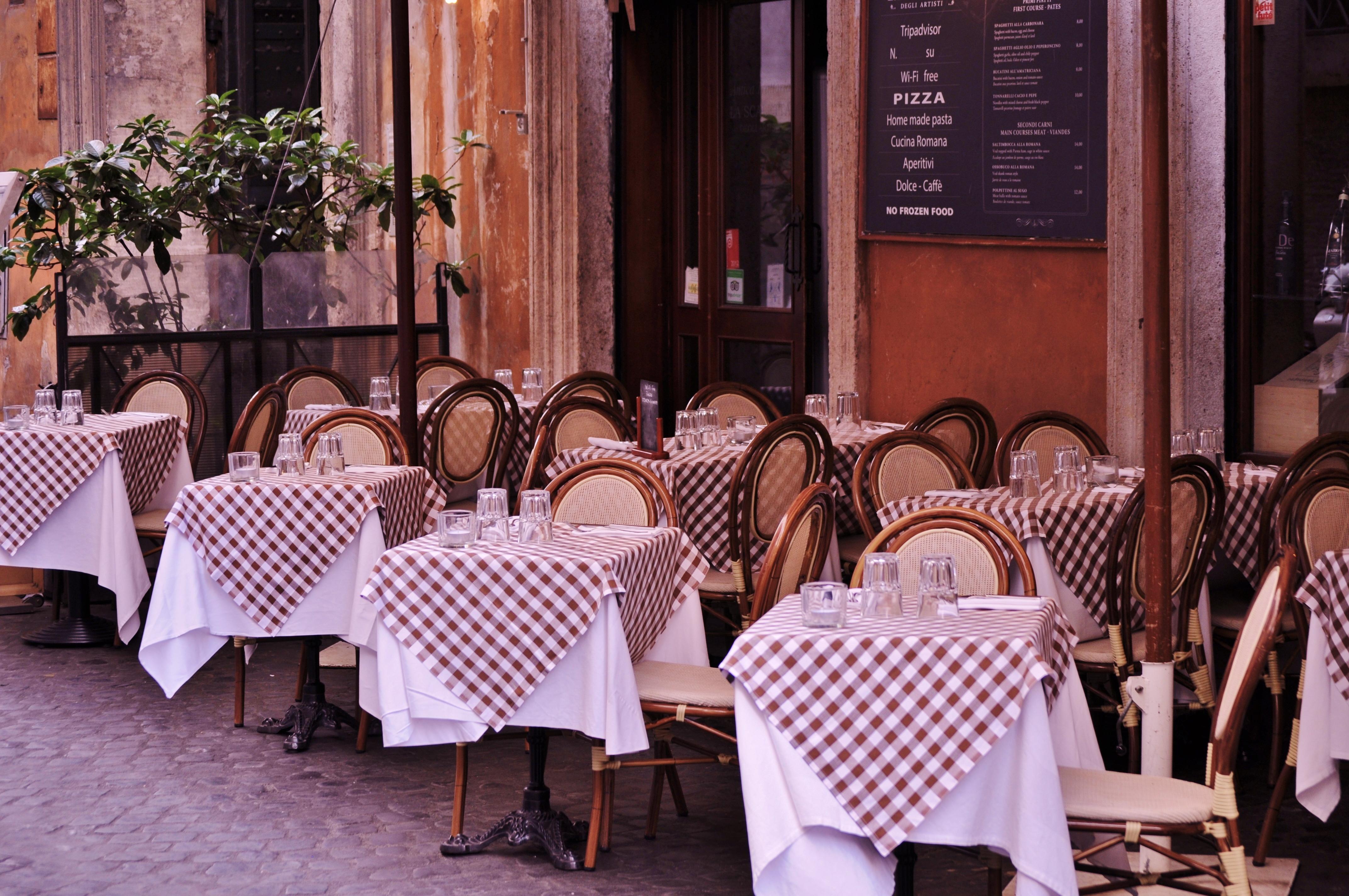 italian-pizza-restaurant-italy